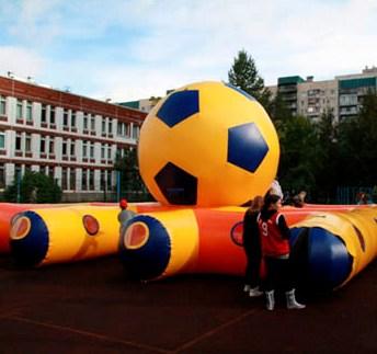 ...и футбольный лабиринт!