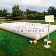 Прямоугольный бассейн наполненый шариками