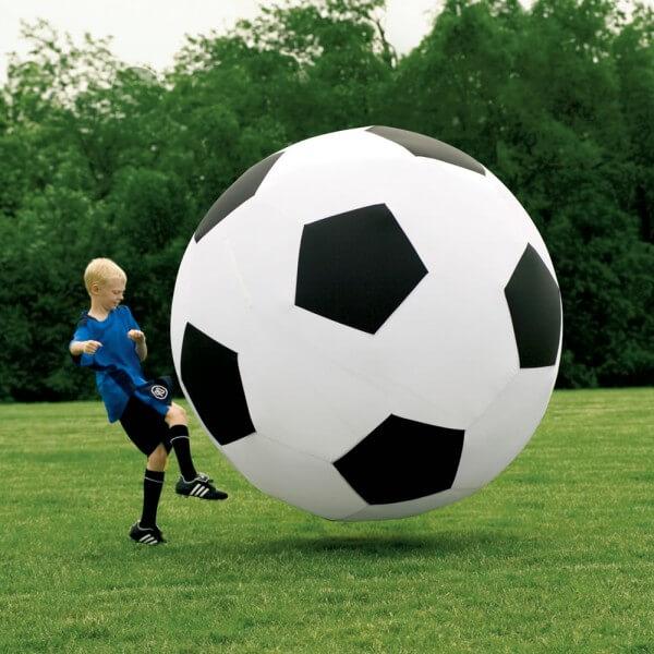 Гигантский мяч футбольный