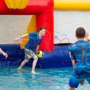Игра в водный футбол