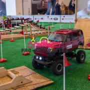 Трассы с радиоуправляемыми автомоделями от компании Драйвпрокат на тест-драйве Land Rover / Jaguar в автосалоне MusaMotors Inchcape