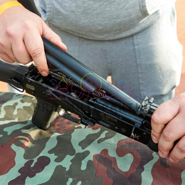 Сборка макетов оружия на празднике