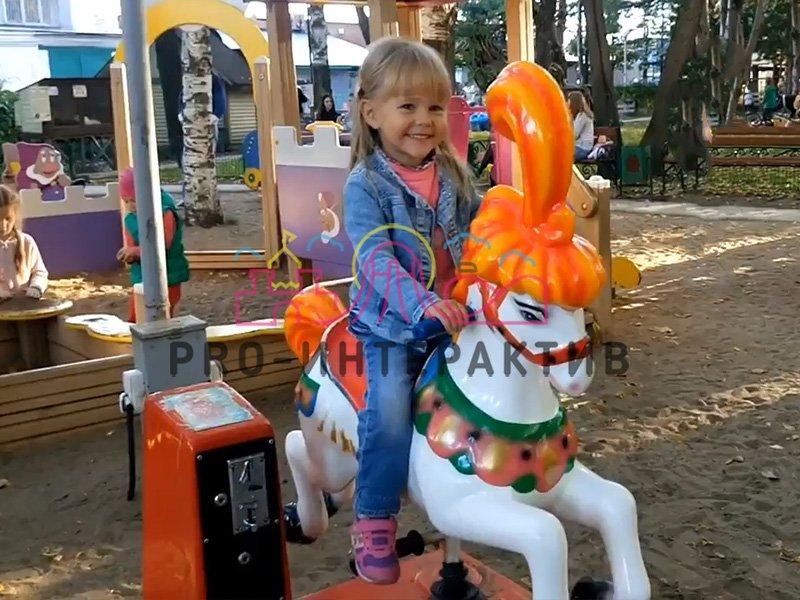 Детская качалка на праздник для ребёнка