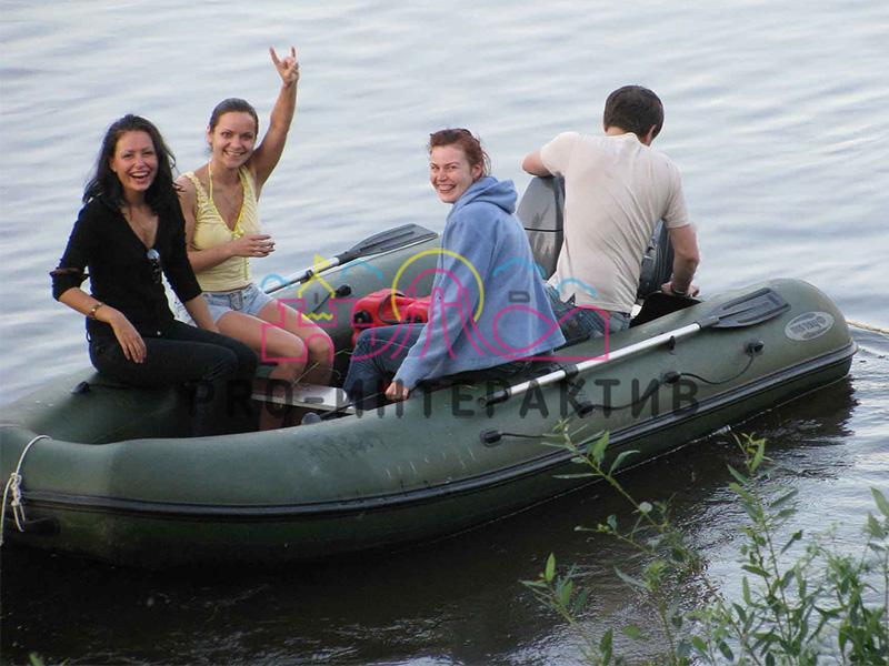 Надувная лодка к водным аттракционам в аренду