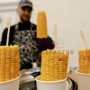 Сладкая кукуруза в стаканчиках