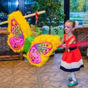 Организация игры в пиньяту для девочек