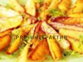 Картофель, обжаренный дольками в масле. Подается с веточками свежего розмарина