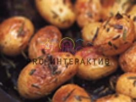 Отварной картофель обжаренный со сливочным маслом и розмарином