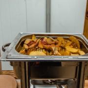 Приготовление картошки на празднике