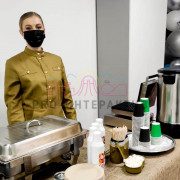 Официант в военной форме