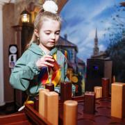 Девочка играет в кварто