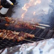 Приготовление мяса на празднике