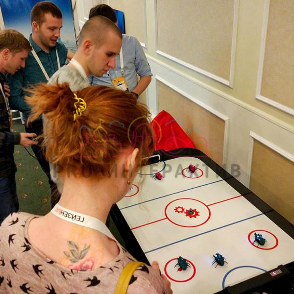 Хоккейный аттракцион с роботами