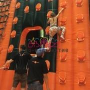 Установим скалодром на спортивном празднике