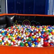 Сухой бассейн с цветными шариками на прокат