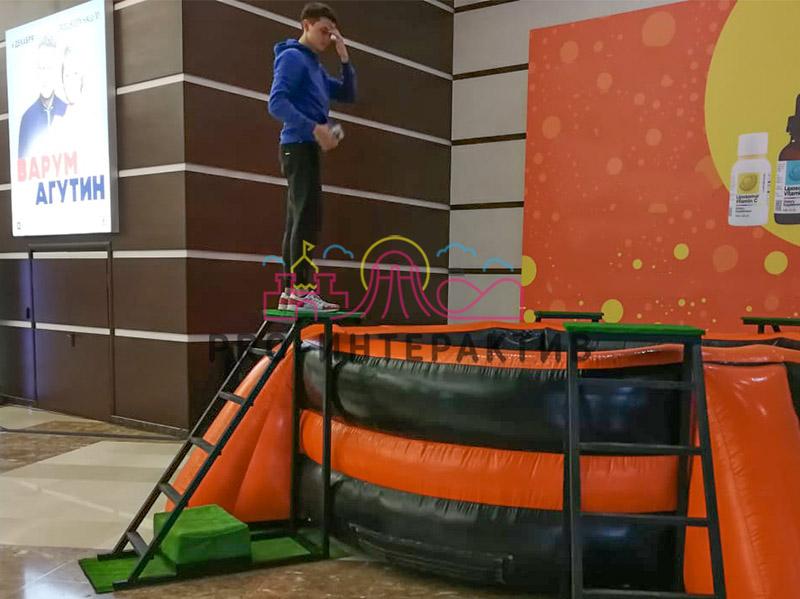 Лестница для прыжков в бассейн