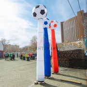 Танцующие трубы - футбольные мячи
