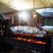 Мясо на вертеле в фольге
