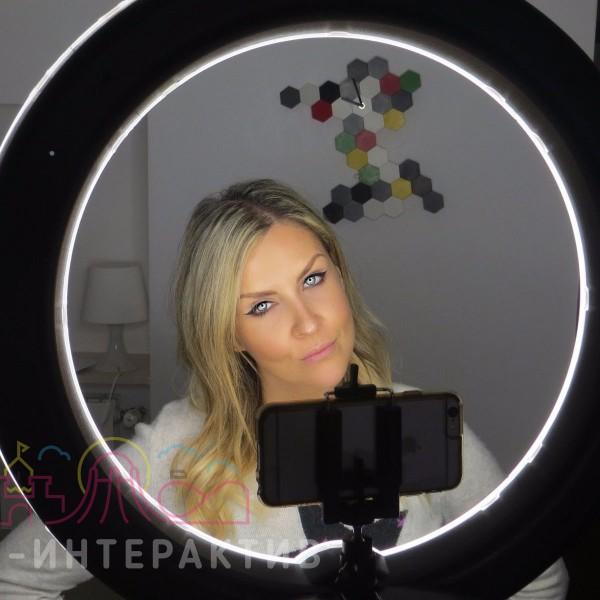 Фотозона с кольцевой селфи-лампой в аренду