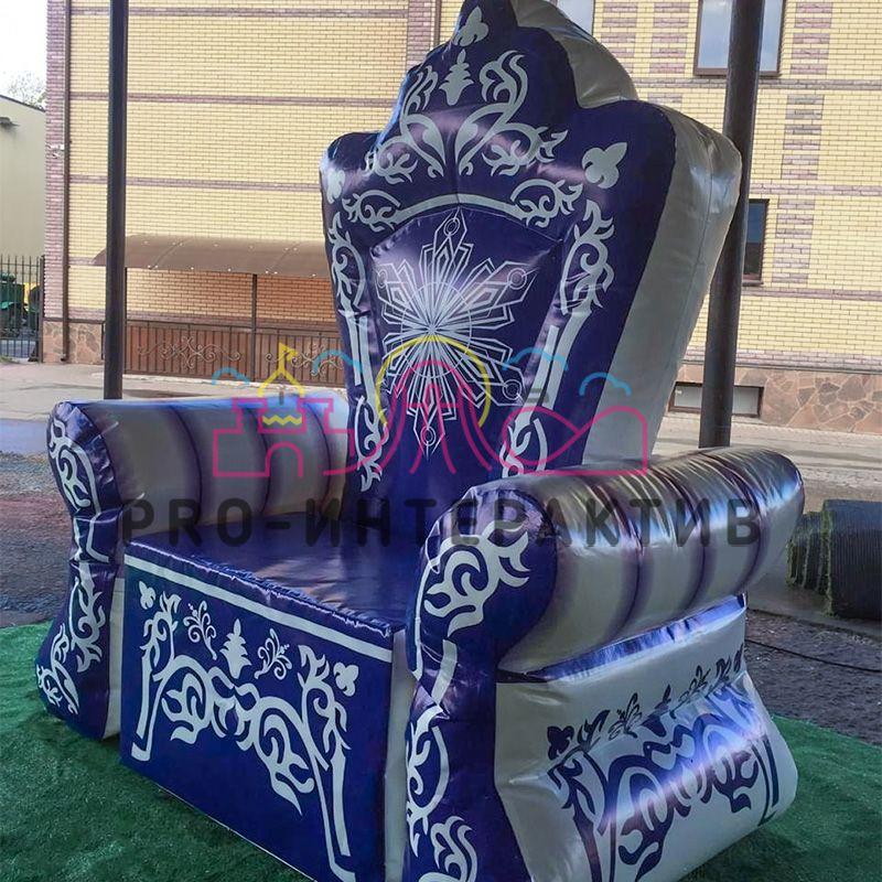 Надувной новогодний трон