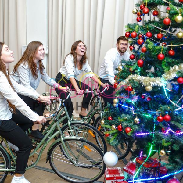 Новогодний аттракцион велоёлка в аренду на праздник