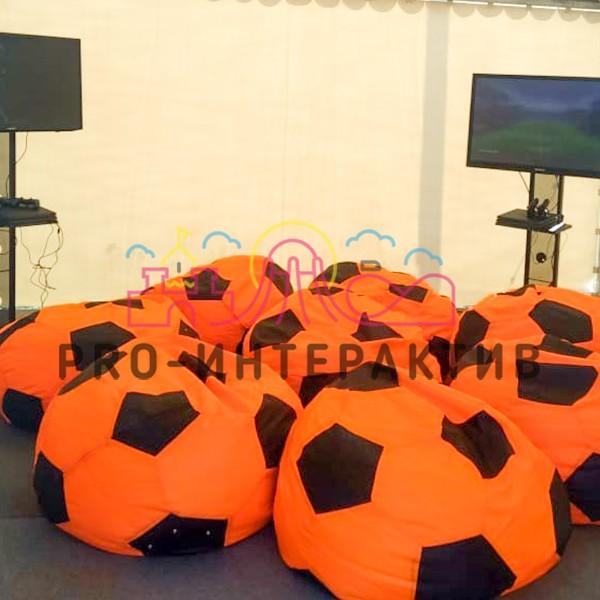 Футбольные пуфы в виде мячей в аренду
