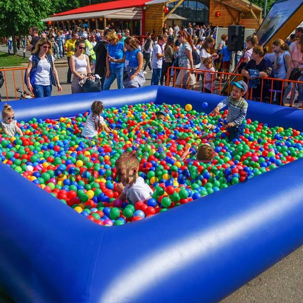 Надувной сухой бассейн квадратный на праздник