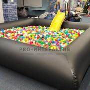 бассейн наполненый шариками