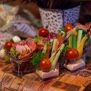 Мясные и овощные закуски на праздник