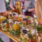 Выездное питание с салатами на праздник