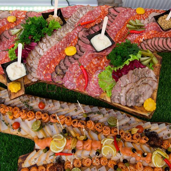 Мясная тарелка и рыбная