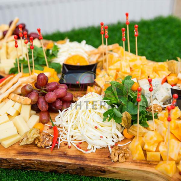 Тарелка с сыром