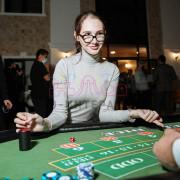 Необычный стол для выездного казино