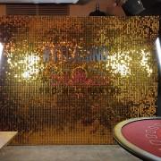 Аренда золотой фотозоны на мероприятие