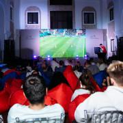 Футбольный матч на экране