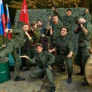 Группа людей в военной форме на корпоративе