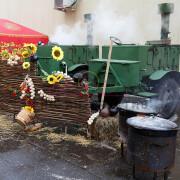 Приготовление еды на масленицу на открытом воздухе