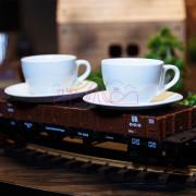 Кофейные кружки на вагоне