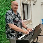 Музыка играет автоматически