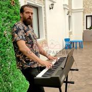 Фальшивая игра на пианино